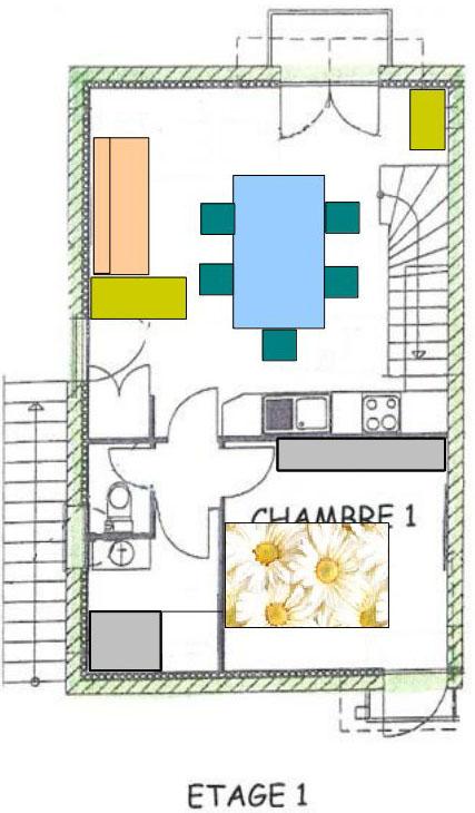 L'étage 1 comporte un vaste séjour-cuisine ouvrant sur le jardin, le salon de toilette, les WC et une chambre donnant sur la rue.